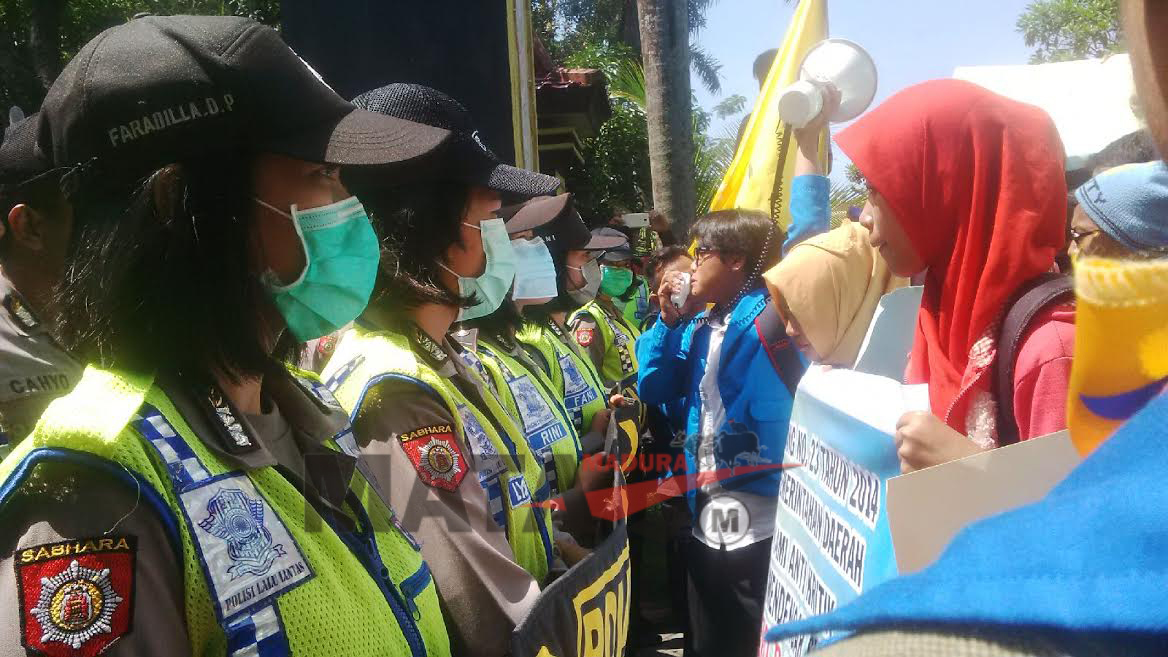 """Demonstran: Bupati Makmun """"Tak Becus"""" Urus Bangkalan"""