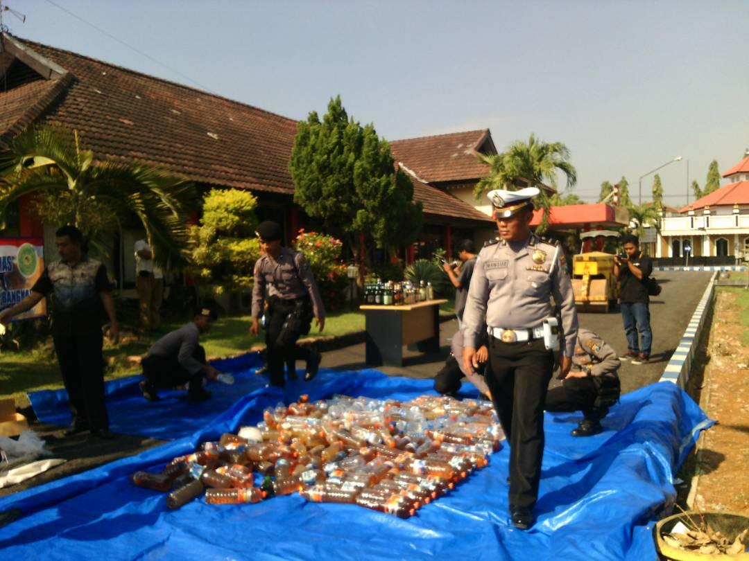 Polres Bangkalan Musnahkan 200 Jenis Miras, Ketua GMDM; Kok Hanya 200?