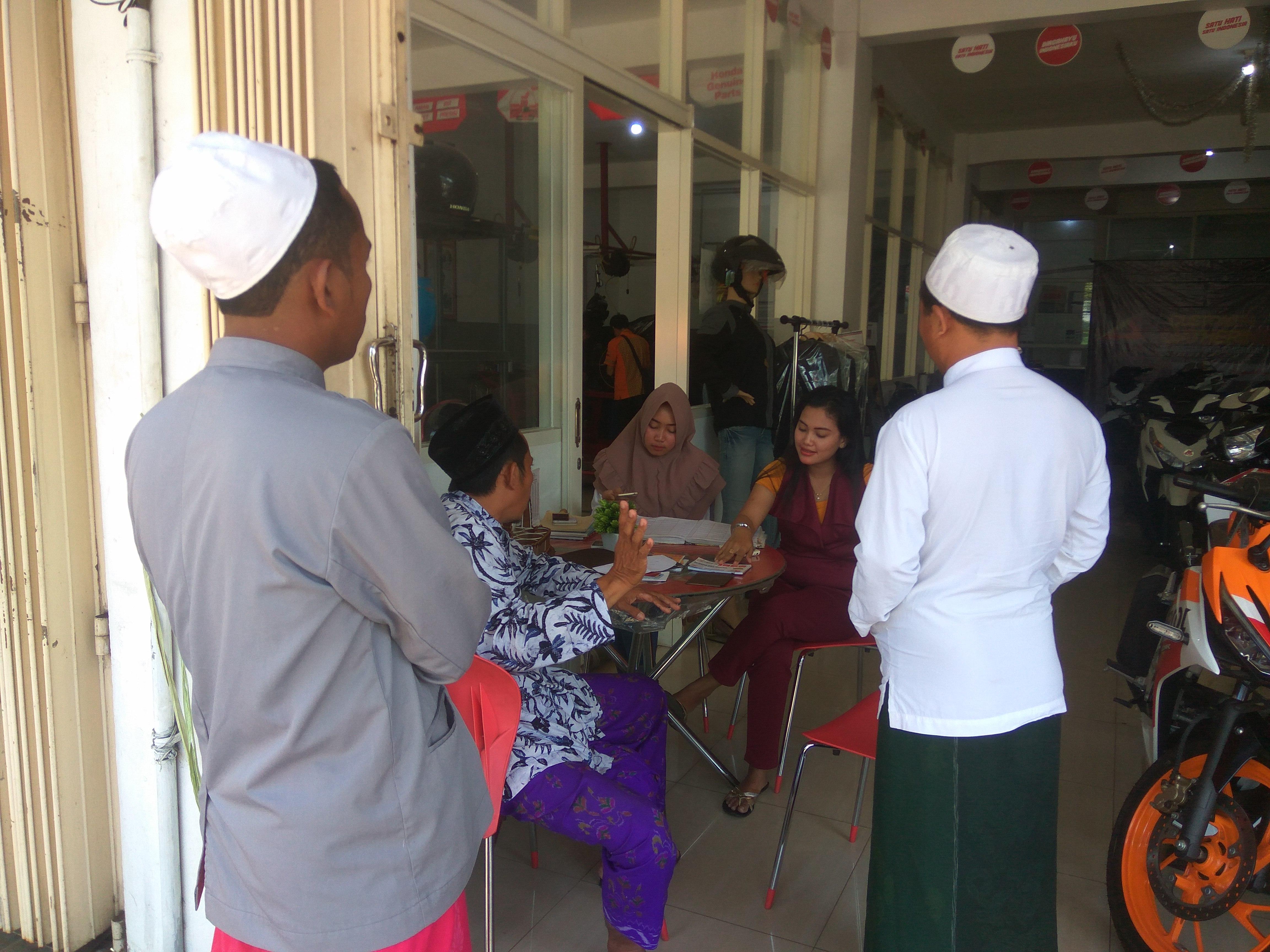 Merasa Ditipu,  Zainudin Datangi Dealer CV.  Anugrah Jaya Bangkalan
