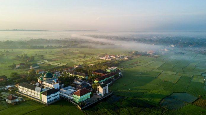 Ponpes Al-Hikam Burneh Bangkalan, Padukan Dua Poros Keilmuan