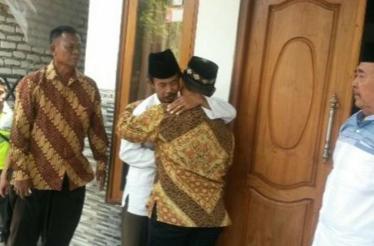 Setelah Dua Pekan, Keluarga Penganiaya Guru Budi Minta Maaf ke Rumah Duka