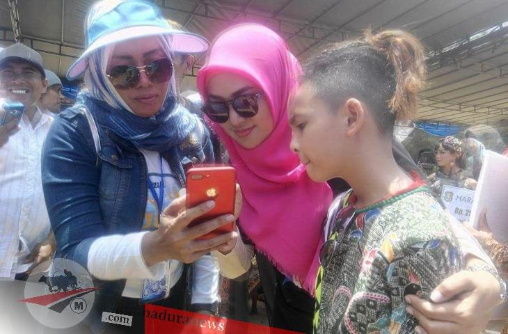 Promosi Visit, Bunda Fitri Imbau Ibu-ibu PKK Selfie di Tempat Wisata