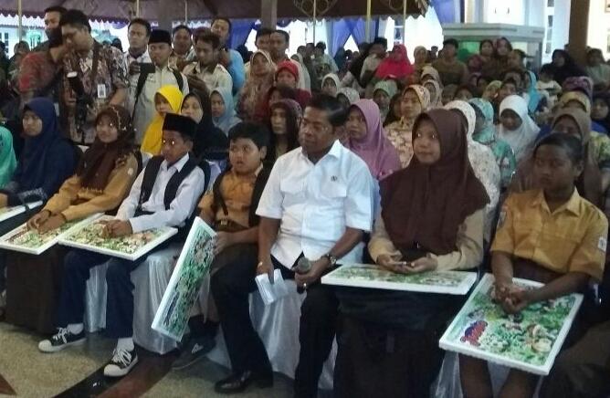 Memastikan Distribusi Bansos, Menteri Sosial Berkunjung ke Bangkalan