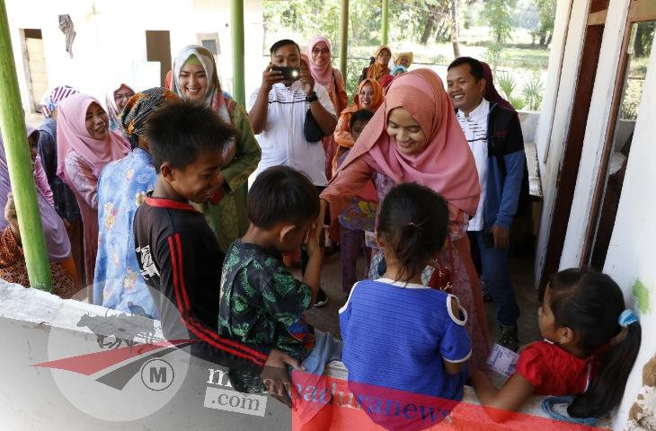 Nia Kurnia Fauzi Beri Hadiah Anak Berpuasa
