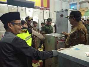 KPUD Bangkalan Distribusikan Logistik Pilkada Bersamaan Dengan Pasukan Pengamanan