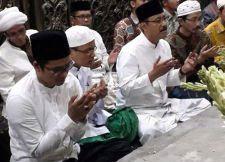 Gelar Doa Bersama, Ra Latif Berharap Mendapat Barokah Syaichona Cholil