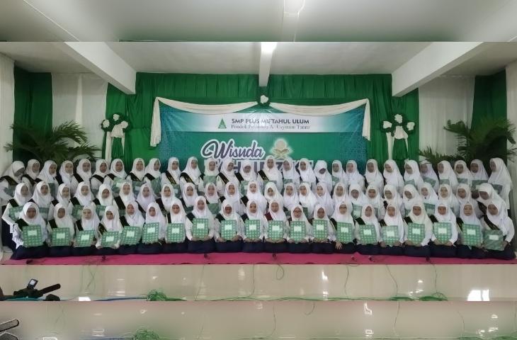 Siapkan Generasi Qur'ani, SMP Plus Miftahul Ulum Sumenep Gelar Wisuda Tahfidz Ke-I