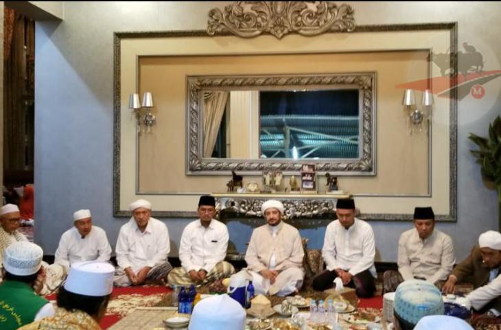 Habib Syech Muhammad Bin Ismail Az Zain Al-Makki Hadiri Tahlil Ra Fuad