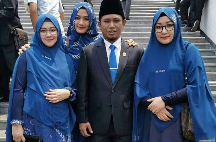 Terpilih Kembali Anggota DPR, Lora Fadil Boyong Tiga Istri ke Senayan