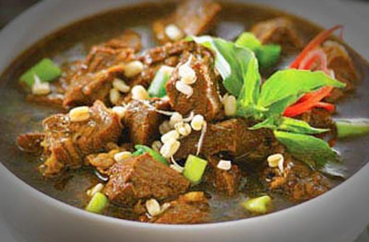 Gubernur Khofifah Sediakan 50 Ribu Piring Makanan Gratis